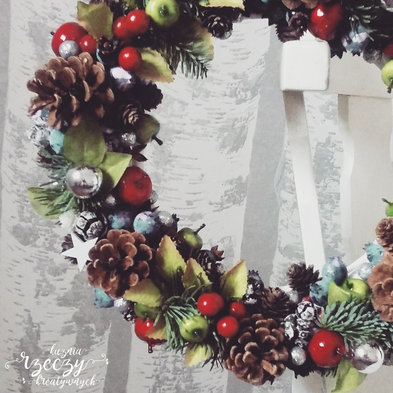 Ręcznie robiony stroik świąteczny, bożonarodzeniowy. DIY.