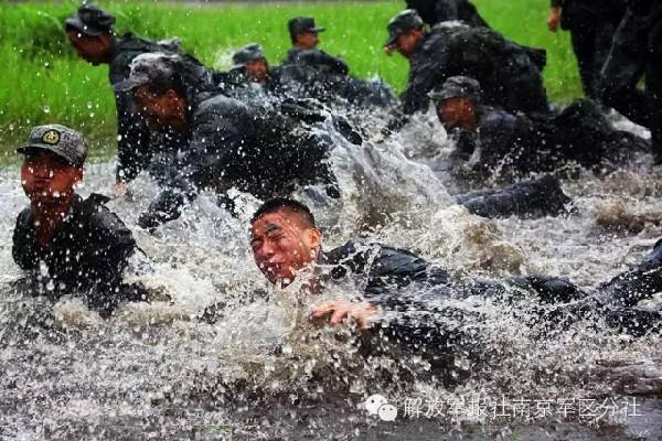 http://www.asalasah.com/2016/07/foto-latihan-keras-tentara-china.html