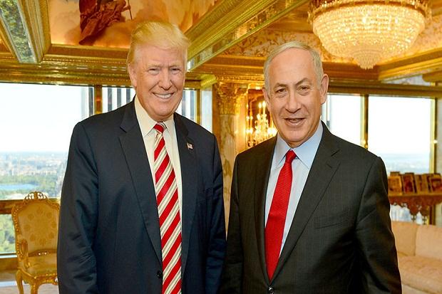 Presiden AS Donald Trump (kiri) bersama PM Israel Benjamin Netanyahu. Pemerintah Trump bekukan bantuan Rp.2,9 triiliun untuk Palestina yang disumbangkan Barack Obama. (REUTERS/Kobi Gideon)