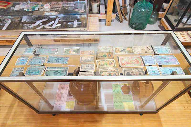 glass case, paper money, antique