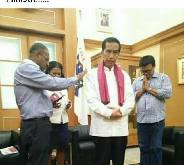 Foto Jokowi Beragama 'Kristen' Beredar