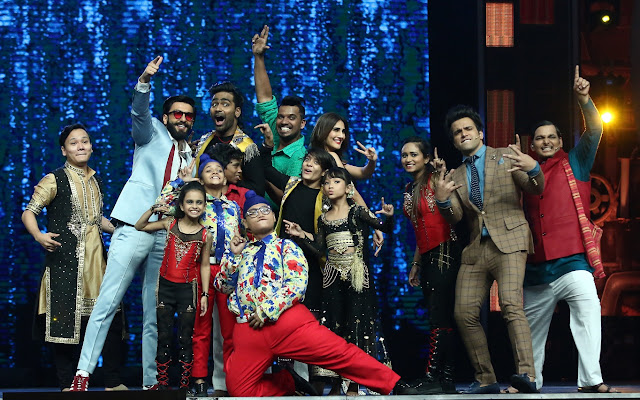 Ranveer Singh and Vaani Kapoor on the sets of Super Dancer