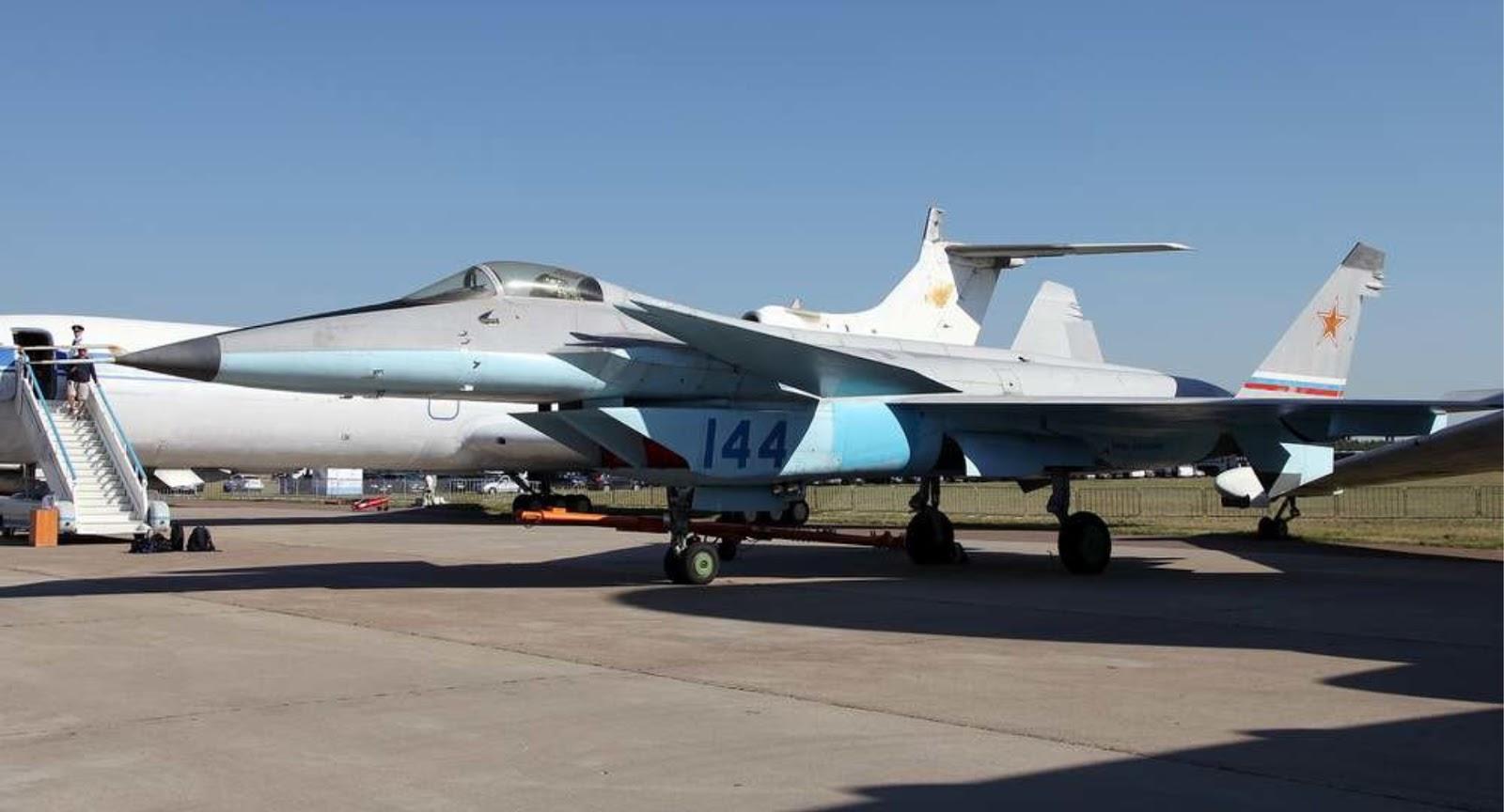 Bagaimana keruntuhan Uni Soviet mempengaruhi pesawat MiG 1,44