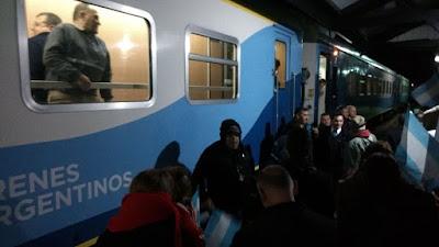 El tren volvió a frenar en Saavedra y la localidad fue una fiesta
