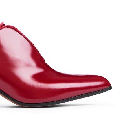 8f60a54589c1 Jeg vil gerne have at mine sko passer som hånd i en handske. Hvordan har du  det med sko  You might also like