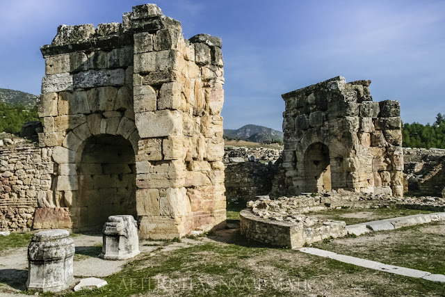 Pilares abovedados del martyrium