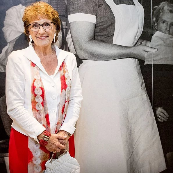 Princess Margriet is the sister of Princess Beatrix and is a member of Dutch royal family as the aunt of King Willem-Alexander