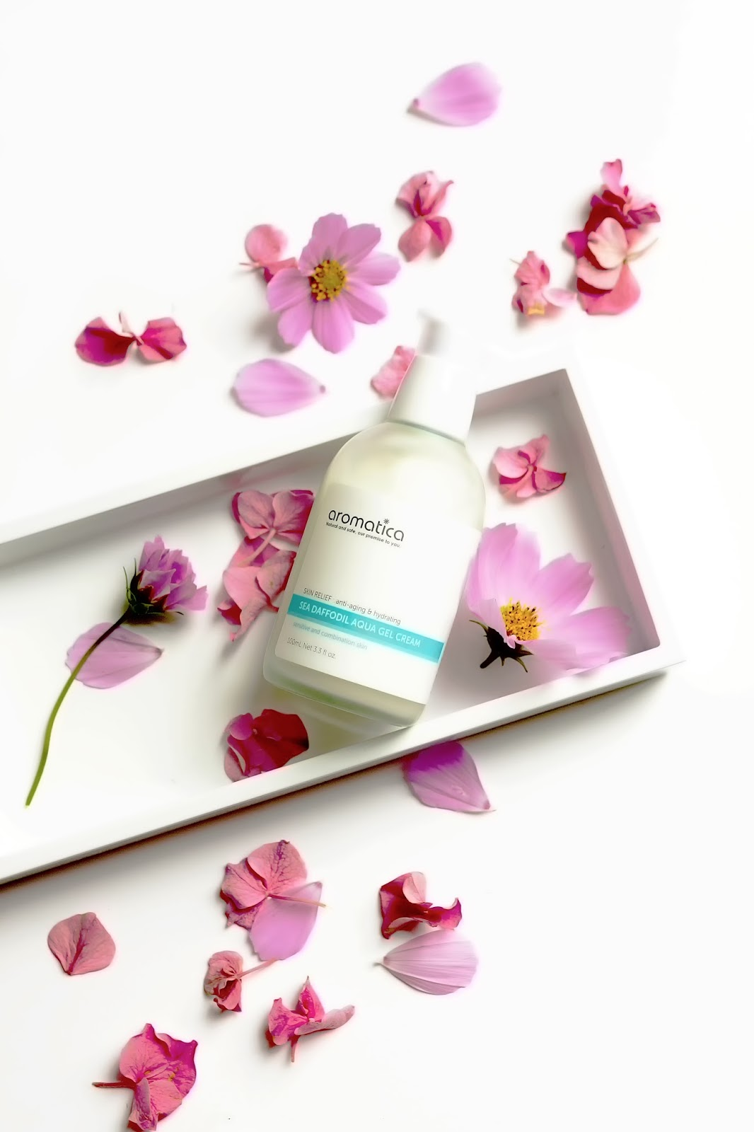 barely-there-beauty-blog-aromatica-sea-daffodil-aqua-gel-cream-review