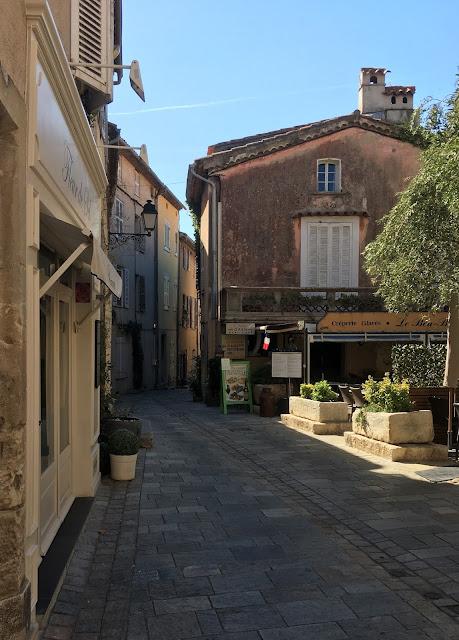 Trange gater i Grimaud