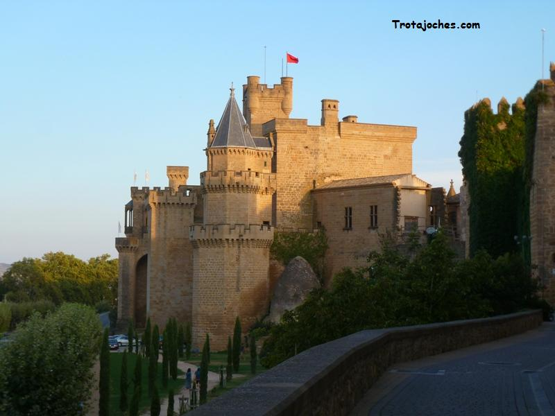 Ruta medieval con ni os por la zona media de navarra for Oficina turismo olite