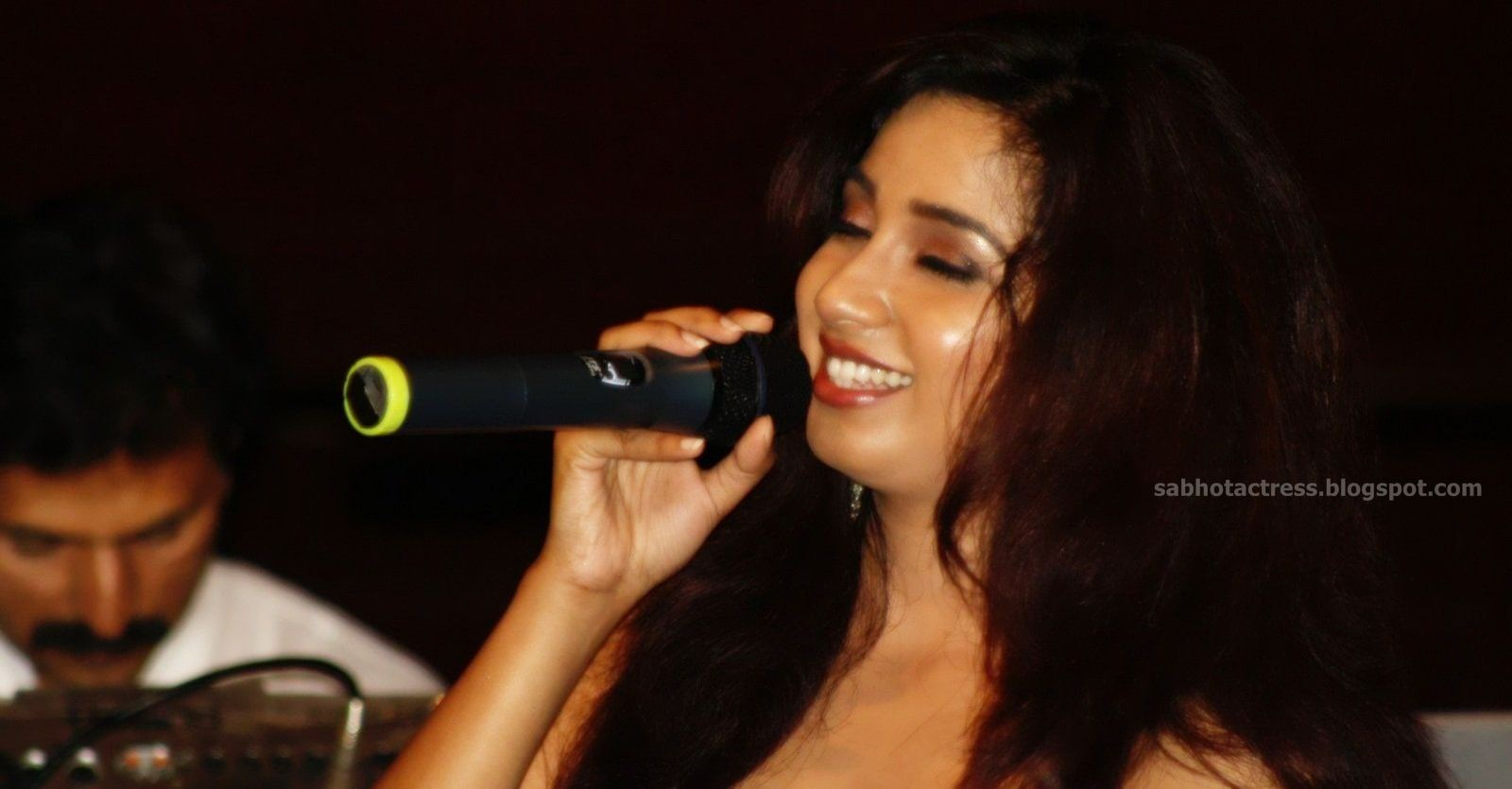 Gulfjobportal Shreya Ghoshal Hot Navel,Cleavage And Ampit Show Sexy -3897