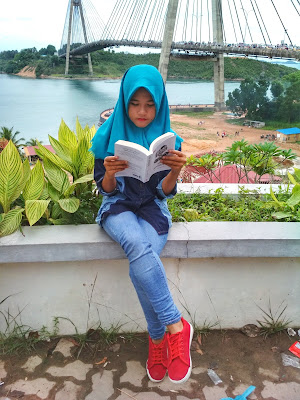 Review Novel Jarak Antarbintang