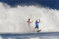 55 Gabriel Medina and Kelly Slater Billabong Pipe Masters foto WSL Tony Heff