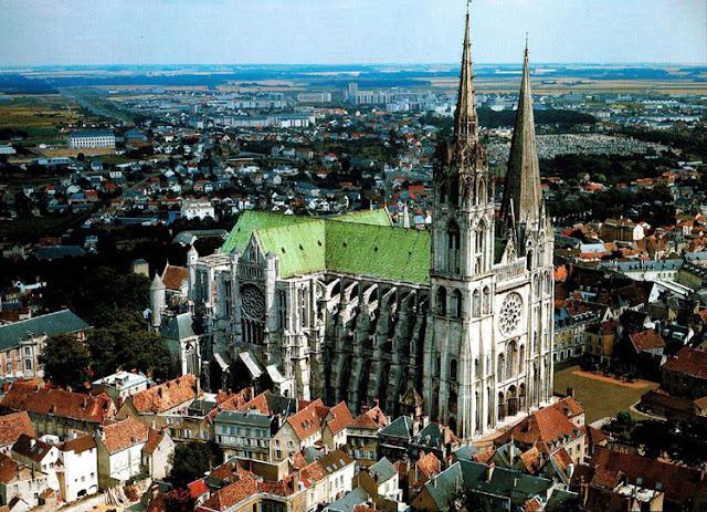 Cidade de Chartres perto de Paris