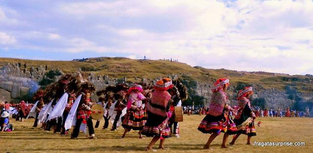 Danças religiosas na celebração do Inti Raymi, no Templo de Sacsayhuaman, em Cusco