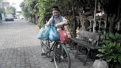 Kakek Ini Setiap Hari Jumat Bersedekah 150 Nasi Bungkus Lengkap Dengan Lauk Pauknya
