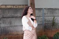 foto Masayu Clara senyum gigi gingsul