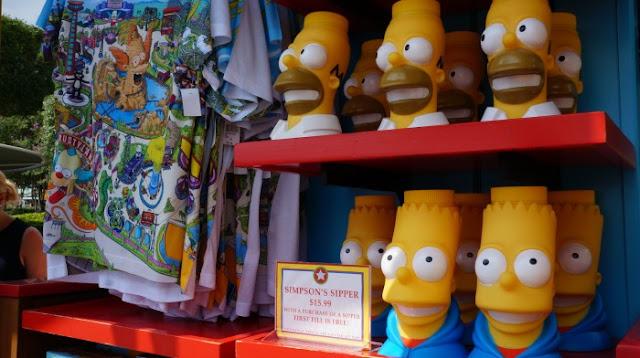 Copos temáticos de refil da Universal: copo dos Simpsons