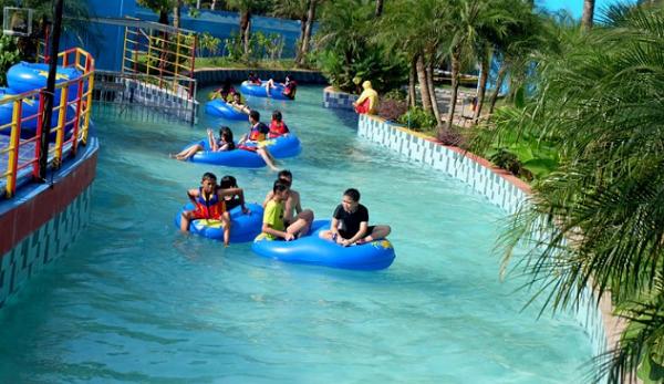 Foto Waterbom Terbesar di Indonesia Hawai waterpark Malang