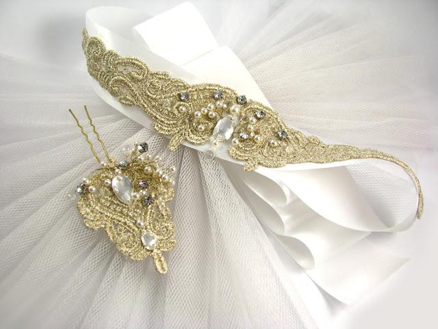 Koronkowy pas na suknię ślubną.