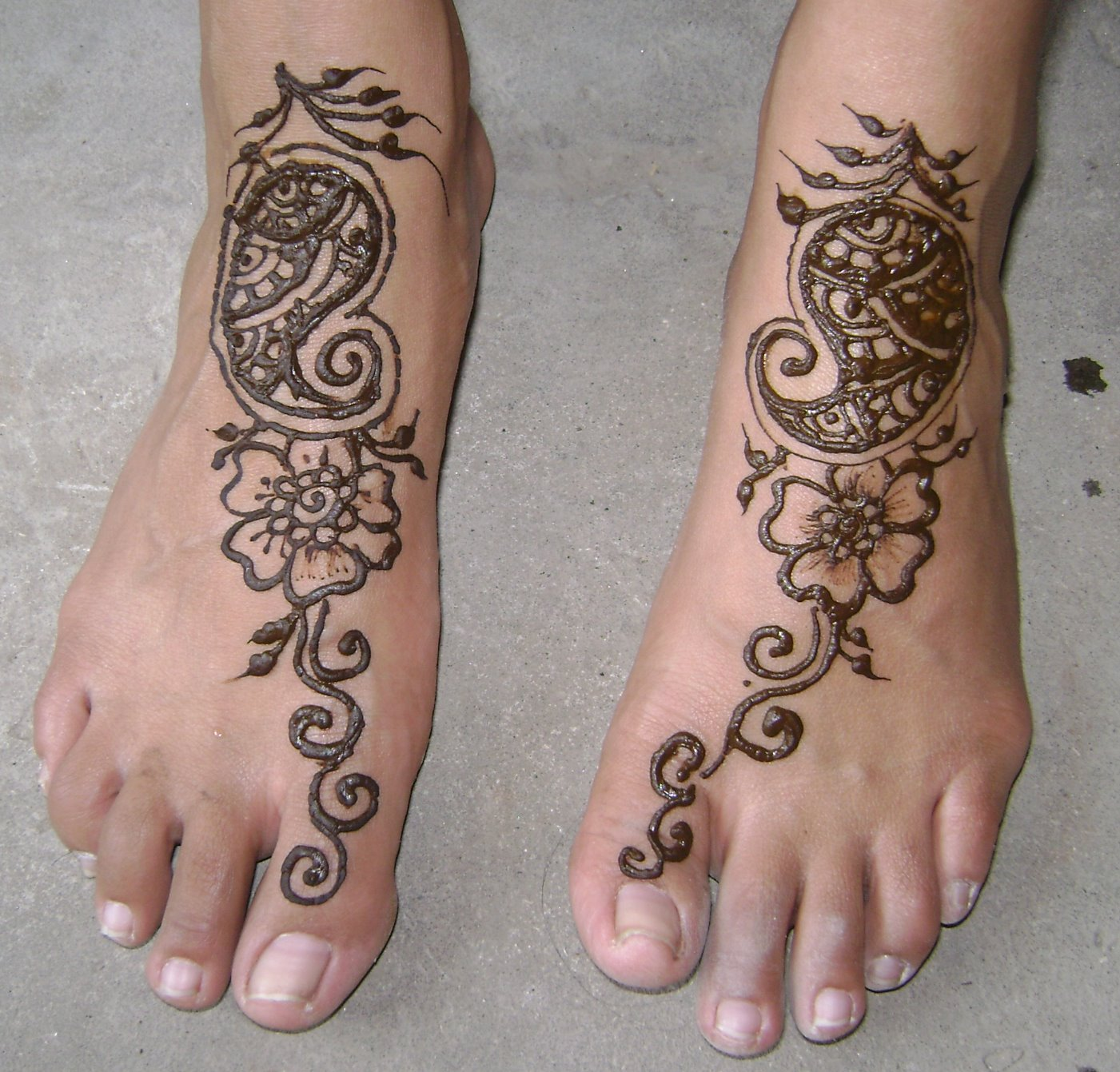 Simple Henna Foot Tattoo Designs: Fashion Celebrity: Top 22 Easy To Copy And Make Mehndi