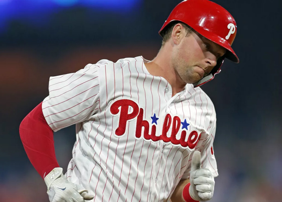 Rhys Hoskins homered to help lift Phillies