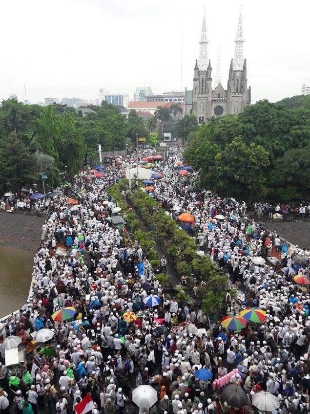 Tak Terbendung! Lautan Massa Aksi 313 Bergerak dari Masjid Istiqlal Menuju Istana Merdeka