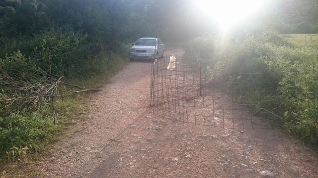 Κάτοικος του χωριού Σπαθαραίοι Θεσπρωτίας περίφραξε κεντρικό αγροτικό δρόμο και συνελήφθη (+ΦΩΤΟ)