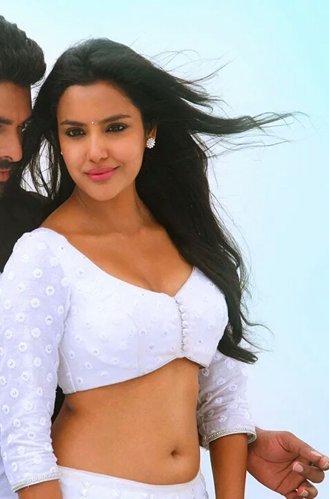 Priya Anand Hot Naval exposing Photo Images:Sexiest Pictures ...