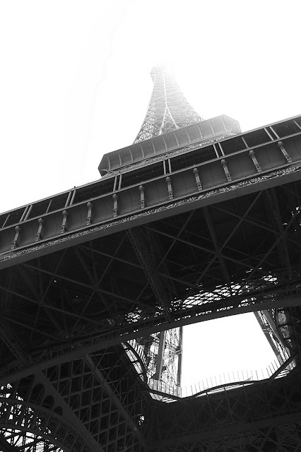 Black and white photo of the Eiffel Tower with the sun
