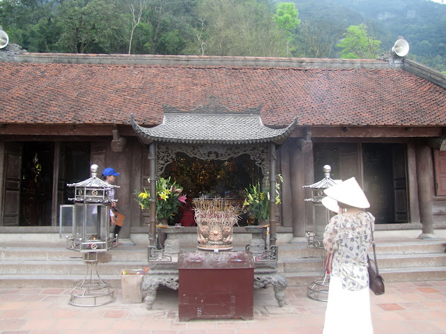 hoa yen pagoda yen tu vietnam