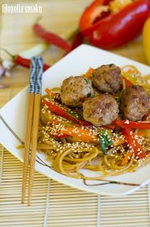 (Spaghetti z klopsikami po azjatycku