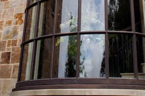 弧形景觀玻璃|台灣常見弧形景觀玻璃,本文討論這種窗型的窗簾設計