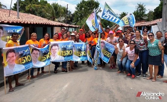Magno Bacelar faz campanha em rua em apoio a Victor Mendes.