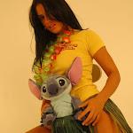 Andrea Rincon, Selena Spice Galeria 13: Hawaiana Camiseta Amarilla Foto 45