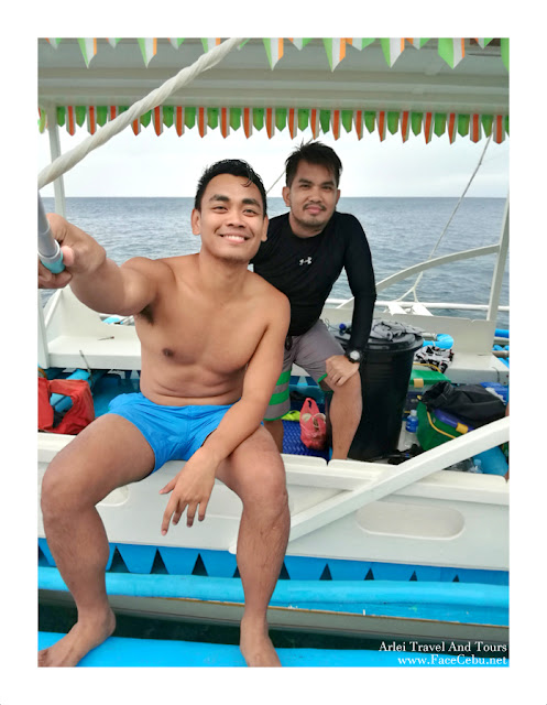 Mark Monta and Super Cebu Blogger at Pescador Islet