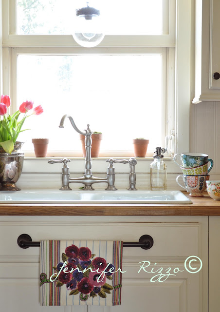 Vintage inspired sink faucet
