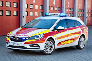 Opel Astra Sports Tourer Feuerwehr Command Vehicle (2016) Front Side