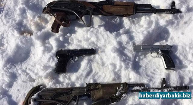 DİYARBAKIR-Diyarbakır'ın Hani ve Kocaköy İlçeleri arasında kalan dağlık alanda PKK'lilere yönelik düzenlenen operasyonlarda 2 PKK'linin öldürüldüğü, 4 kişinin tutuklandığı ve birçok silah mühimmat ele geçirildiği bildirildi.