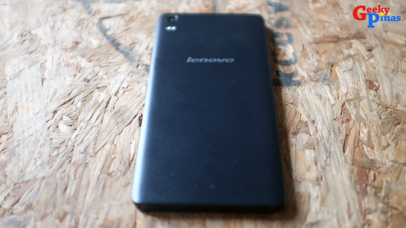 Lenovo A7000 Unboxing And Initial Review! The Bang Per Buck Under 8K Contender!