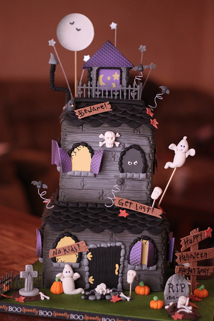 Celebrating with Topperland Halloween Cakes to DIE for