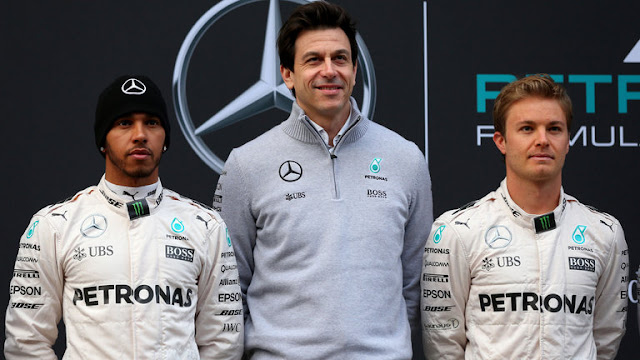 Bos Mercedes Ancam Dua Pembalapnya