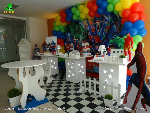 Mesa temática Super-Heróis - Decoração de festa infantil