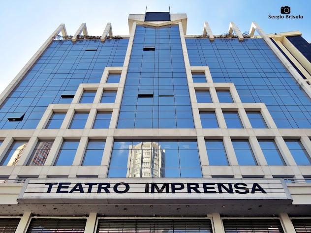 Perspectiva inferior da fachada do Teatro Imprensa - Bela Vista - São Paulo