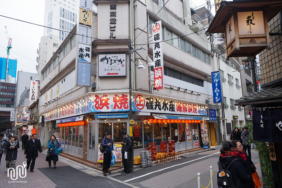 พาชิมมันปูย่างร้าน isomaru suisan สาขาตลาด ameyoko