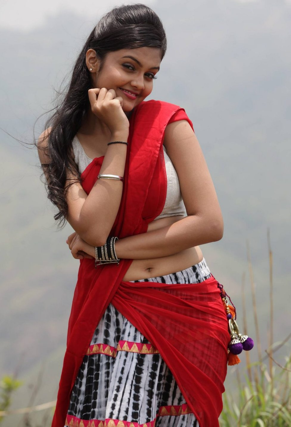 Telugu Actress Pragathi Hot Pics In Sexy Saree - Cap-2372