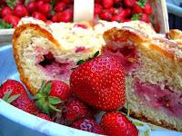 http://natomamochote.blogspot.com/2016/06/ciasto-drozdzowe-z-truskawkami-i.html