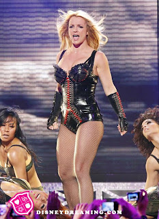 https://i2.wp.com/2.bp.blogspot.com/-CgLTXI0WLHU/TsdpOKX435I/AAAAAAAAACw/GLDdO6VSbeA/s320/Britney-Spears-Femme-Fatale-Performance1.jpg