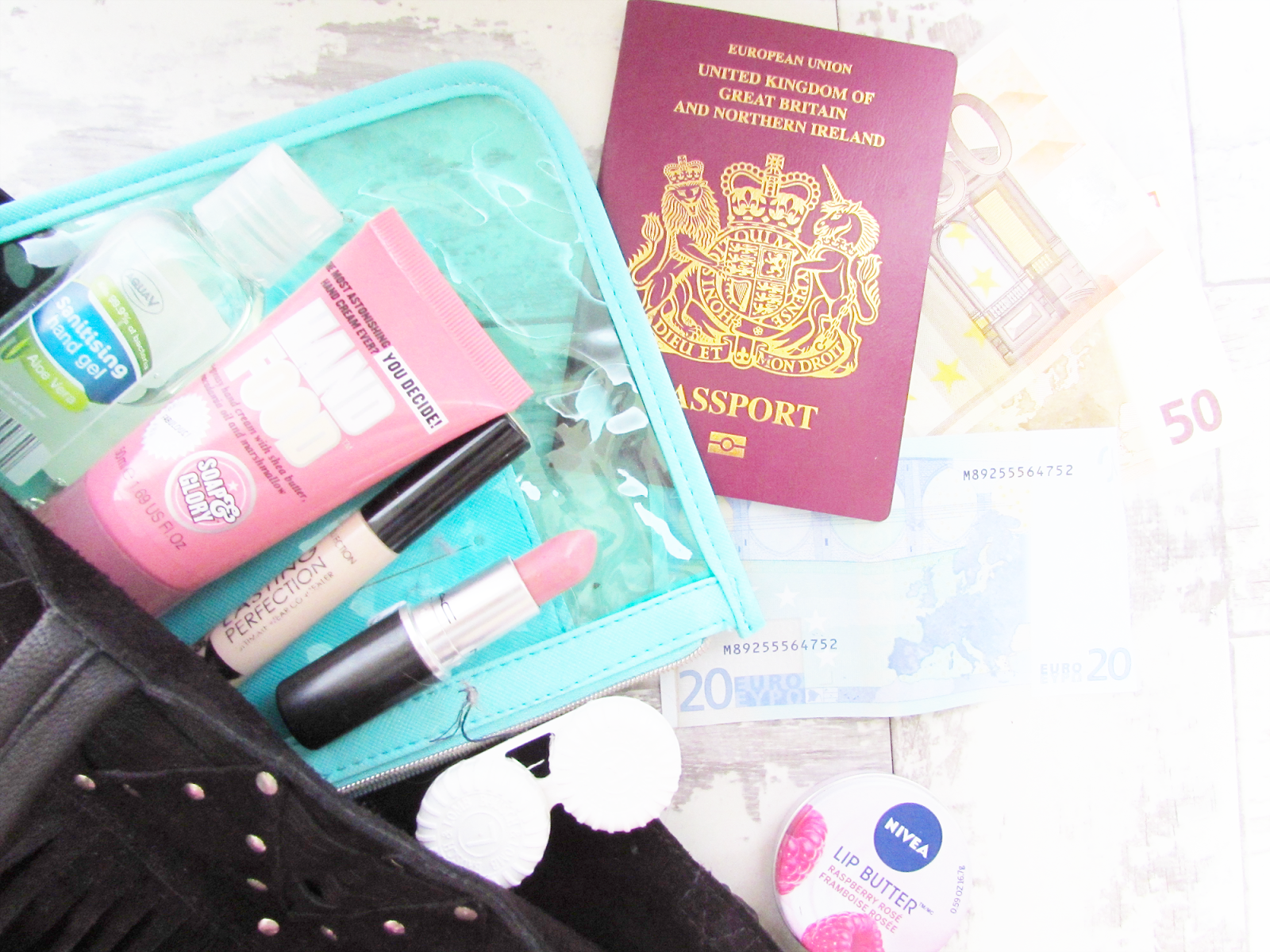 What's In My Handbag | Travel Edition