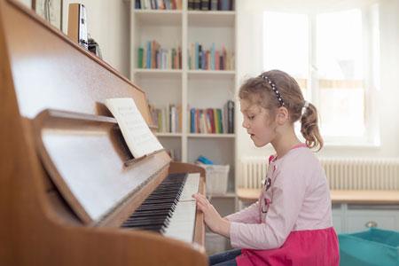 Việc cần làm trước khi cho trẻ học đàn piano
